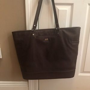 Jewell Thirty One Tote. With three pocket insert